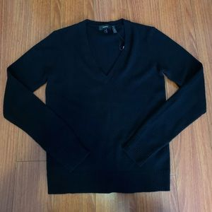 NWT Theory 100% Cashmere V neck sweater